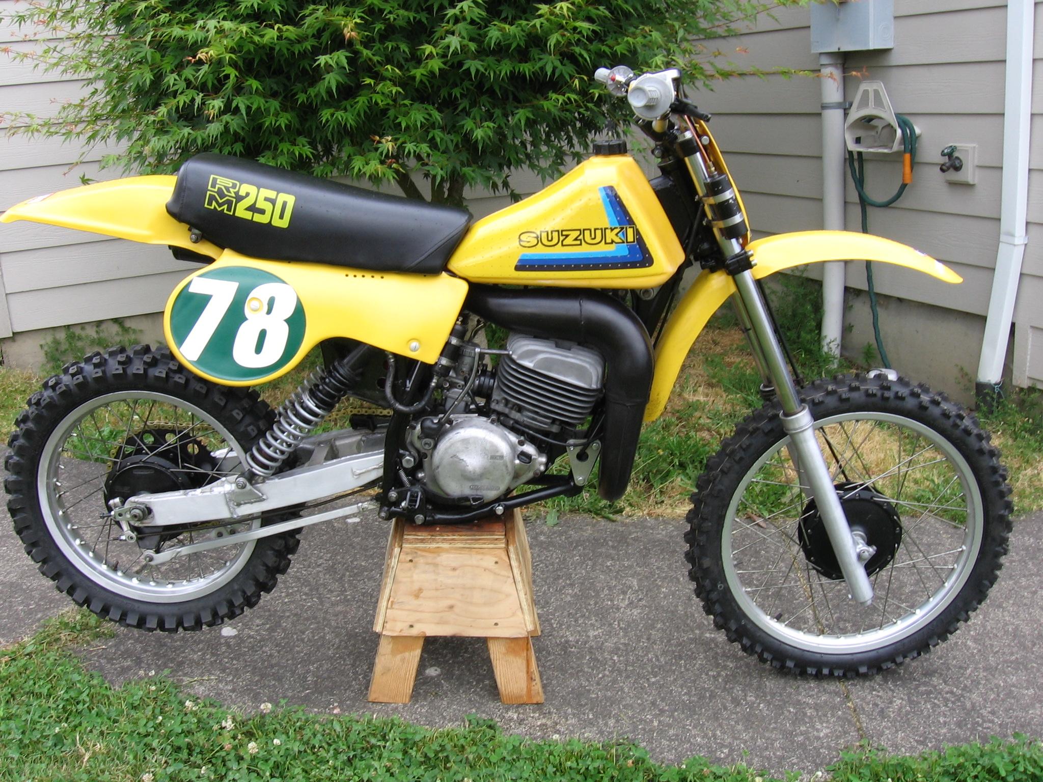 1979-rm250-build-004